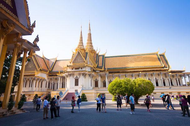 Der Royal Palace und die Silber Pagode in Phnom Penh.