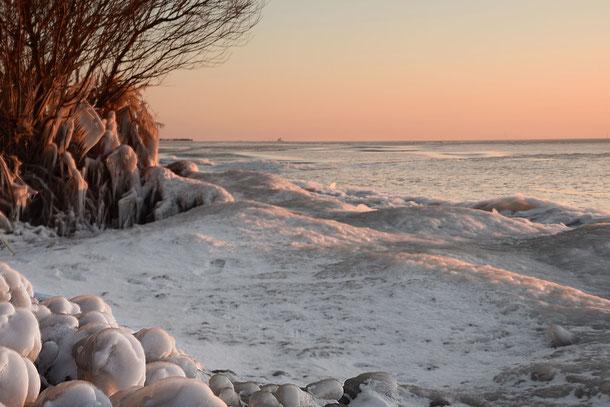 671. Bevroren Ijsselmeerkust (343)