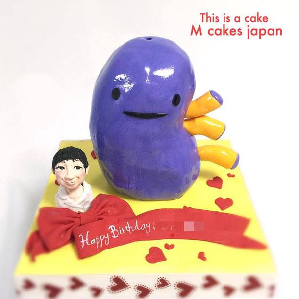 腎臓ドクターのバースデーケーキ💕 #iheartguts #kidney #dr #birthday #cake #fondantcake #fondantfigure #腎臓 #ドクター #誕生日ケーキ