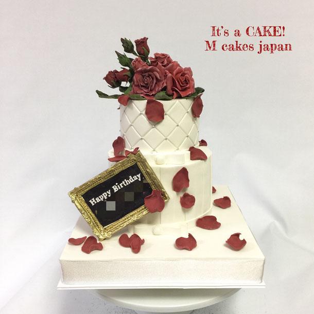 キャラクターのお誕生日にクラシカルなイメージの2段ケーキ🥀🌹 ・ #クラシカル #クラシカルフラワー #キャラクターケーキ #イメージケーキ #薔薇 #アンティーク調薔薇 #額縁 ##characterimagecake #character #classical #rose #torte #gateau #cake #ケーキ #🇯🇵