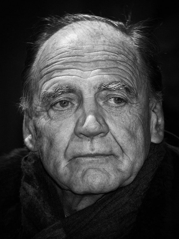 Quelle: https://de.wikipedia.org/wiki/Bruno_Ganz#/media/File:Bruno_Ganz_2011.jpgQuell