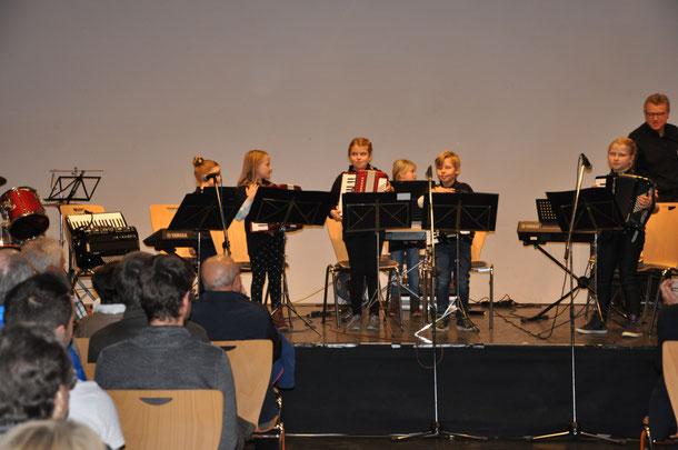 Jugendorchester www.harmonika-club-hildrizhausen.de Akkordeonkonzert