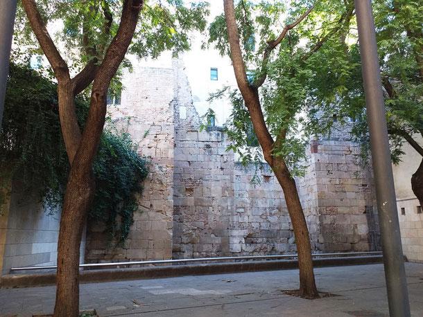 Римские стены Барселоны