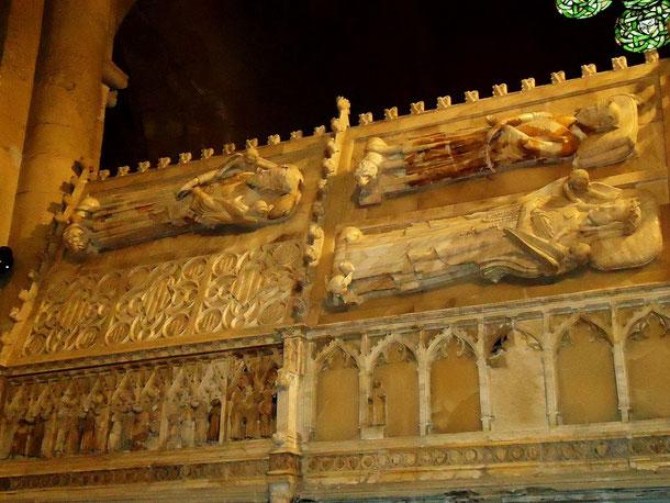 Королевский пантеон в монастыре Поблет (Таррагона)