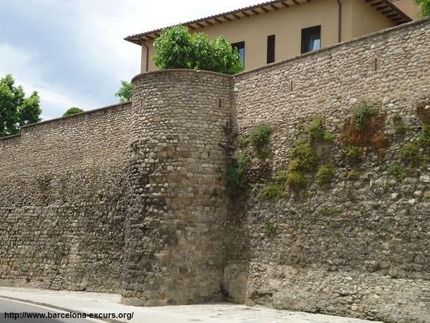 Крепостные стены в Вике, Каталония