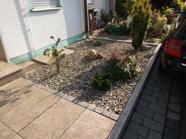 Granitsteine Betonpflaster, Granitplatten, Pflanzarbeiten, Steingarten.