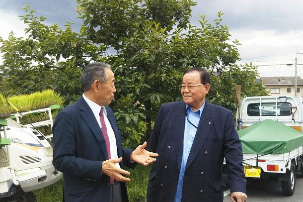 田んぼを見て、すぐに自然栽培の稲作を理解されたという福森副社長
