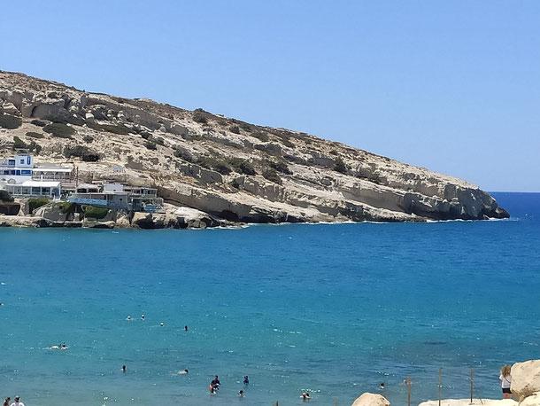 schräge Sedimente an der Südküste Kretas in Matala