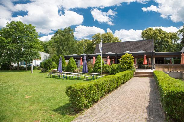 Clubhaus mit Restaurant