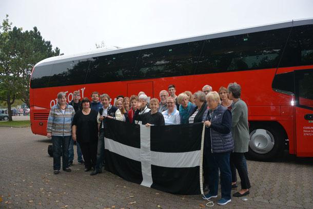 """am 29.09.17 starteten 27 Mitglieder des Partnerschaftsvereins auf dem """"Wochenmarkt"""" in Cuxhaven zu einem einwöchigen Besuch in die Partnerstadt Penzance."""