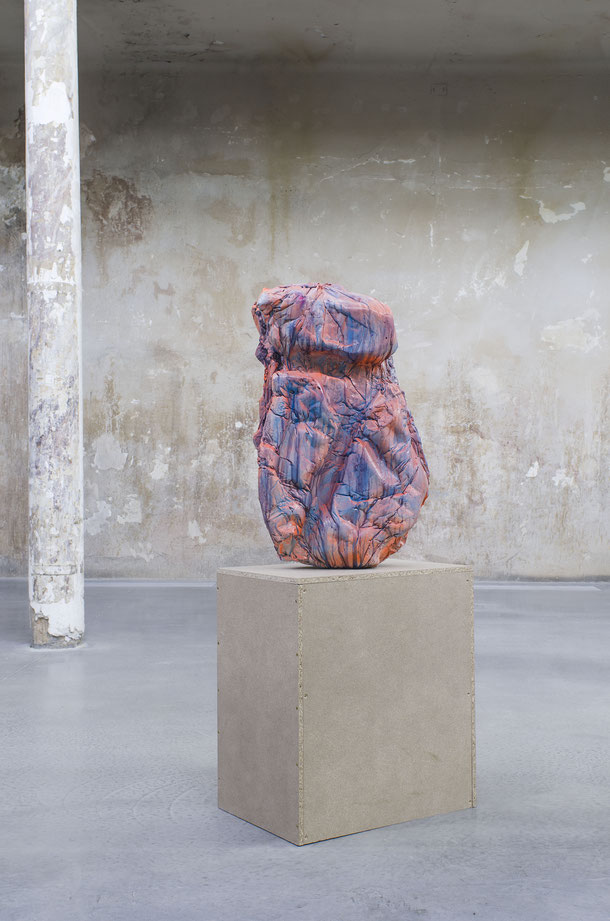 Formaunica #18218, 2018, stained and painted plaster, 85x50x25 cm; installation view at Reaktor, Vienna