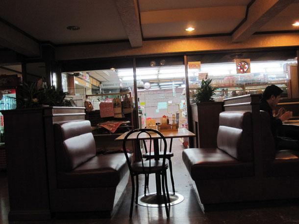 24時間レストラン、ミニマートも併設しております。
