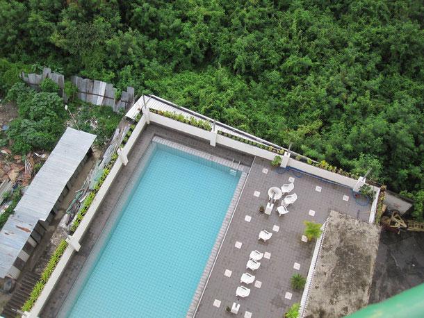 プールがあります。結構広いプールです。
