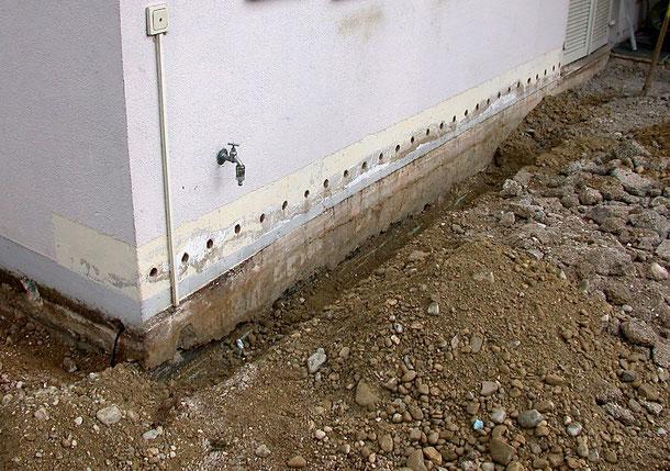 Bild: Putz- und Mauerschaden durch eindringende und aufsteigende Feuchtigkeit