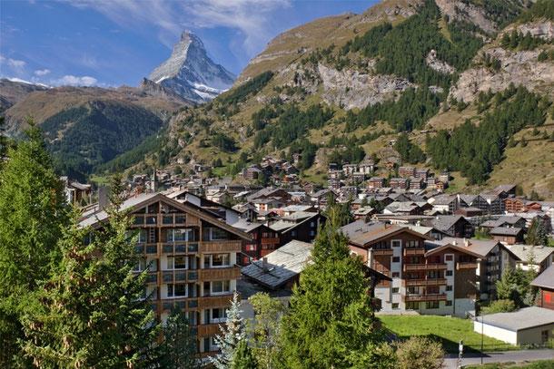 Quelle: Website des Hotel Holiday Zermatt, Galeriebild vom Balkon des Hotels gesehen