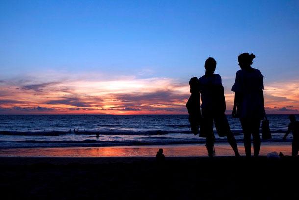 Egal wo man sich befindet - Faszination Sunset -  hier Karon Beach, Phuket Island, Südthailand