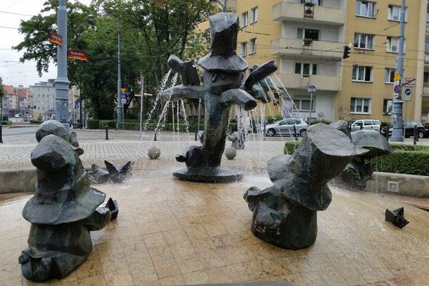 Der Zwerg/Kobold Brunnen von Paul Pawlak (2007) am Puppentheater vor dem Nicolaus Copernicus Park