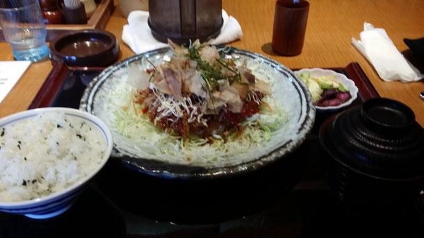 大学生にやさしいお店!かつりき(漢字が出てこない。。)!ごはん、味噌汁、キャベツがおかわり自由!良く食べに行きました☆今回もお昼に行って来ました♪大好きなおこのみチキンカツ定食!