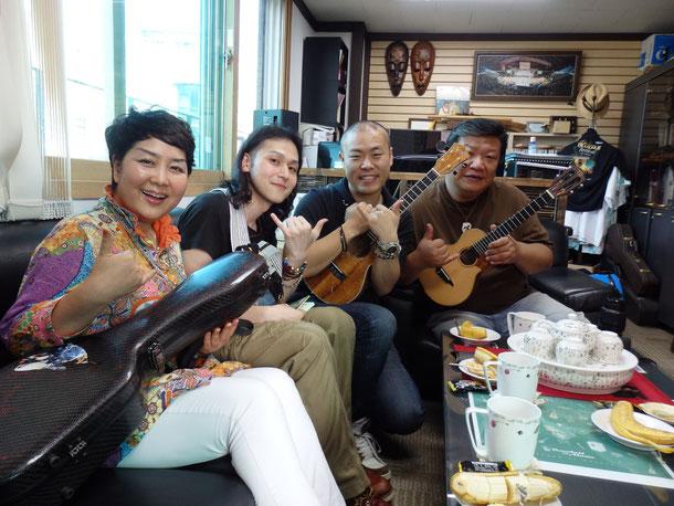 そして、音楽事務所のスタッフさんで、僕の韓国のママ^^/