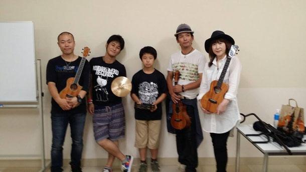 最後は出演者全員で集合写真☆(ギターの真田さんはスケジュールが詰まってた為終演後すぐ移動してしまって、集合写真には入れませんでした(泣))