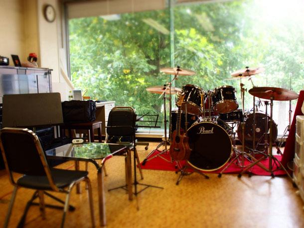 内容には全く関係ないけど、講師契約をしているカシワヤ楽器店のレッスンスタジオ☆
