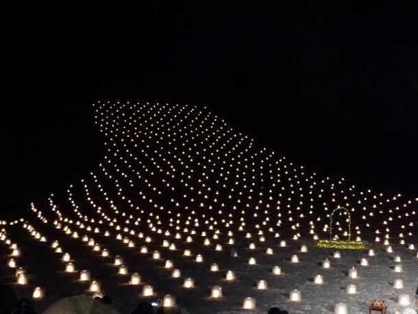 3千個のミニかまくらのロウソクに火が灯りました☆幻想的で綺麗♪