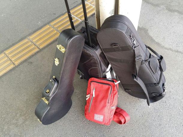 帰りは、Kisoウクレレが2本!ウクレレの形をしているハードケースの方が新しい方!