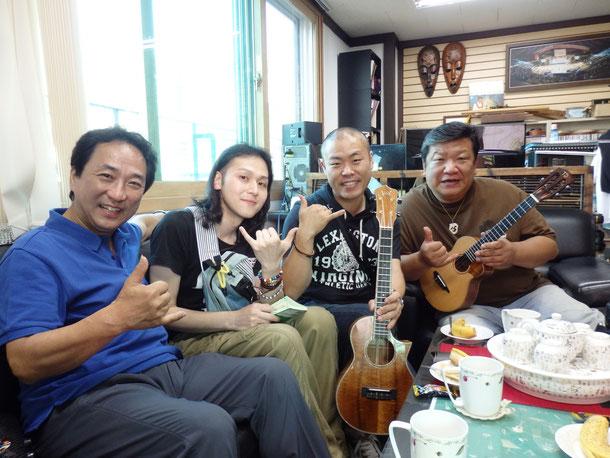 そして、韓国ウクレレオーケストラの団員で、僕の韓国のおじさん^^/