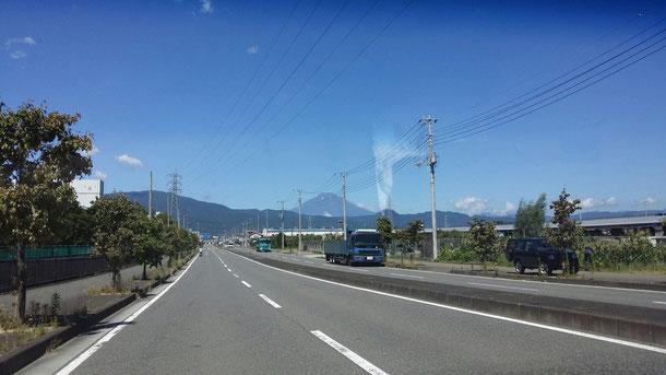 実家の近くの道路から見える富士山です☆神奈川に滞在期間、天気がものすごく良かったです☆