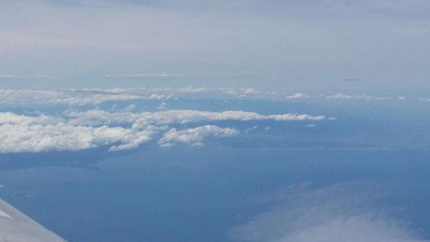 うっすらですが、見えますか?上空から見た僕の地元湘南海岸です♪