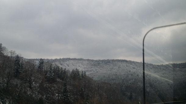 3日目は、静内(襟裳岬方面)からまたニセコに戻ります♪まずはラジオ☆ニセコに近づくと雪が!!