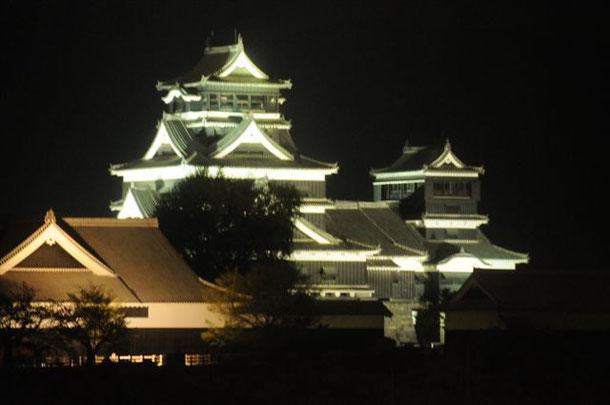 ライトアップの熊本城