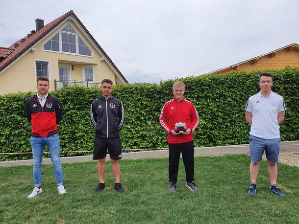 (Auf dem Bild die U30 Vertretung des SCK, v. l. Tim Fronhöfer, Nico Lindner und Leo Mückl (rechts) sowie Turniersieger Sebastian Weber (2. v. r.)