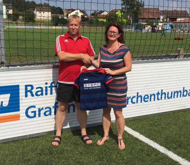 Trainer Josef Reisner und Sponsor Nicole Schusser-Schindler (www.sybac.de)
