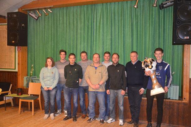 Geehrt wurden beim VfL (von links) Saskia Griese, Nico Scharnitzk, Fynn Lennart Uttich, Marco Lührs, Jörg Stahlbock, Jannik Seipelt, Dirk Rexin und Frank Tiemann sowieJakob Tiemann, der erster Träger der neuen VfL-Auszeichnung Nachwuchsspieler des Jahres