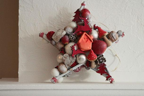 Beidseitig gefertigter Stern in rot und weiß