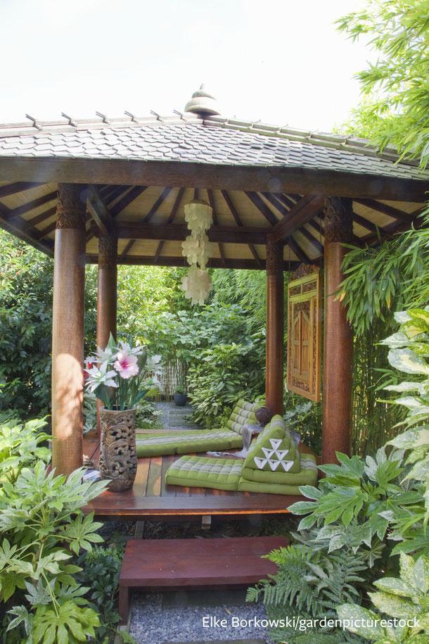 Über einen Rundweg durch den Pavillon hindurch erschließen sich weitere Garten-Highlights