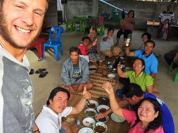 Essen im Dorf in Thailand