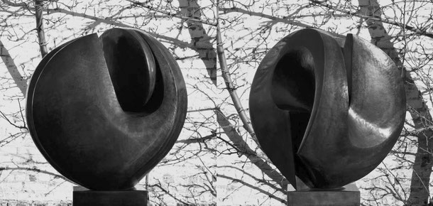 Jean-Pierre GHYSELS, sculpture bouclier 110 x 90 x 72 cm cuivre battu, 1970 collection dexia banque, bruxelles — shield 43.3 x 35.4 x 28.3 inches hammered copper, 1970 dexia banque collection, brussels