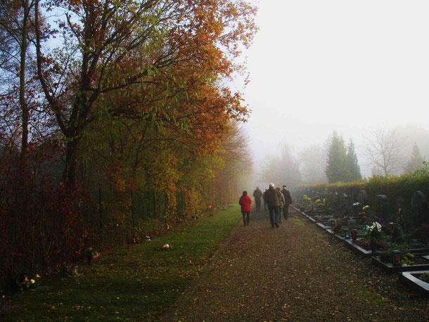 November auf dem Kellersberger Friedhof (Foto: Wolfgang Voigt)