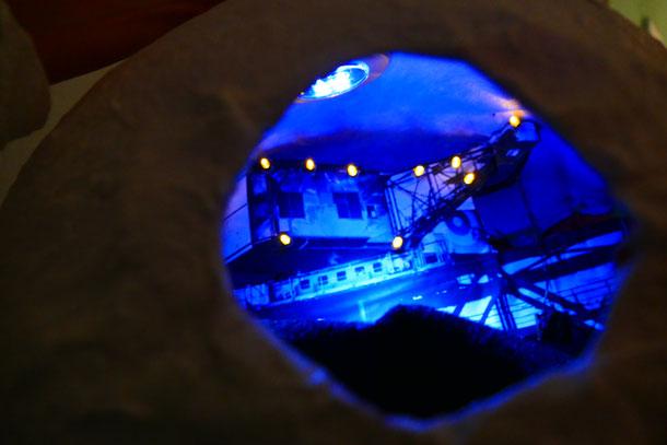 """Hängeobjekt Lichtschachtel """"Kran"""", 2018, Pappmaché in Kombination mit Fotografie, Malerei, Collage, und LED-Beleuchtung, ca 40cm"""