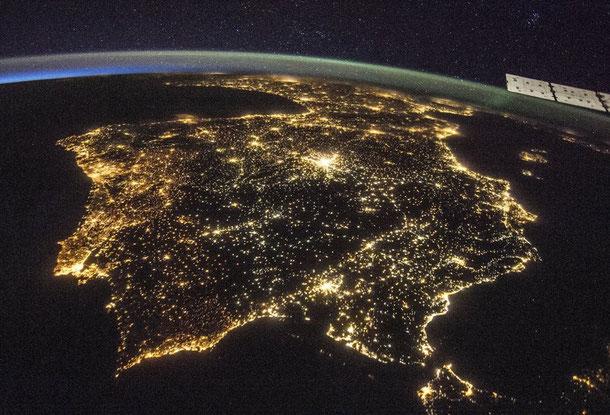 Retrato luminoso de la P.Ibérica desde la Estación Espacial Internacional ISNN, que orbita a 400 kms. de la Tierra. Imágenes difundidas por la NASA.