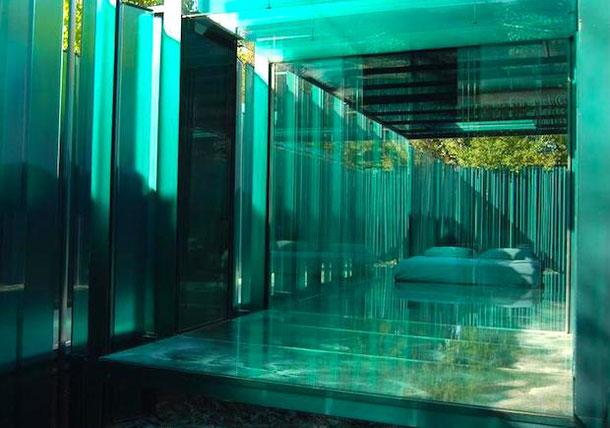 необычный отель в Барселоне со стеклянными комнатами