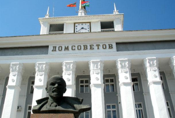 Lenin Tiraspol Dom Sovetov travel to Transnistria tour guide