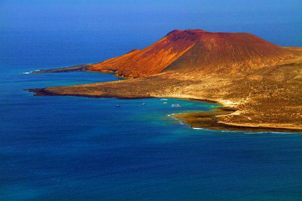 вулканы, горы и пляжи Лансароте