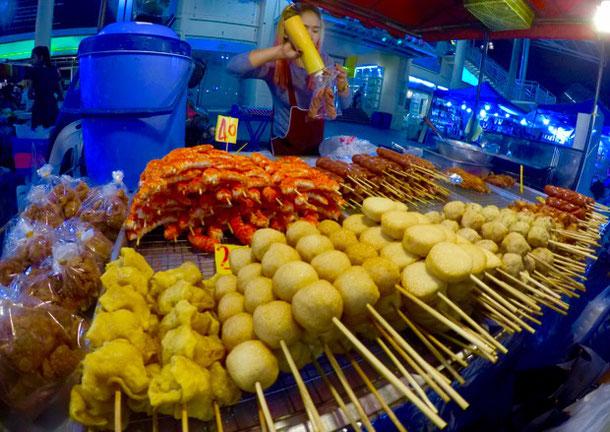 Необычные шашлыки на ночном рынке на Пхукете