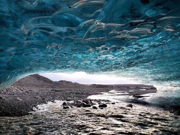 Ледниковая пещера в Исландии