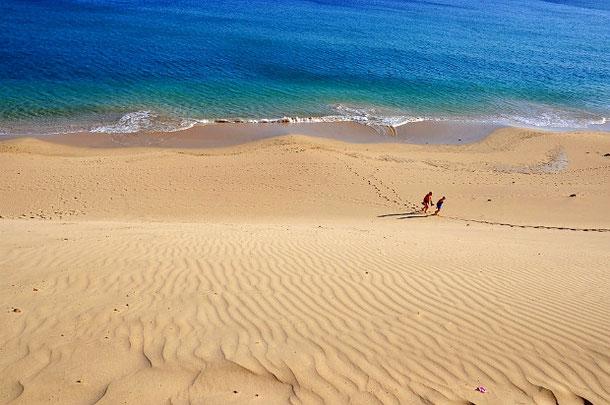 пляж на Фуэртевентура такой широкий, что напоминает дюны