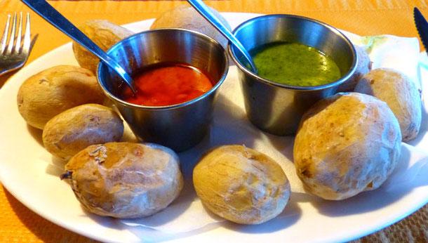 картошка с канарским соусом - мохо Верде и мохо пикон