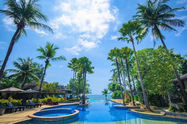Infinity pool in La Flora hotel in Khao Lak